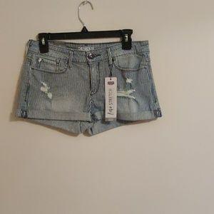 Denizen Levi's Low Rise Distressed Shorts NWT